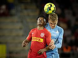 Isaac Atanga (FC Nordsjælland) og Mikkel Kallesøe (Randers FC) under kampen i 3F Superligaen mellem FC Nordsjælland og Randers FC den 19. oktober 2020 i Right to Dream Park, Farum (Foto: Claus Birch).