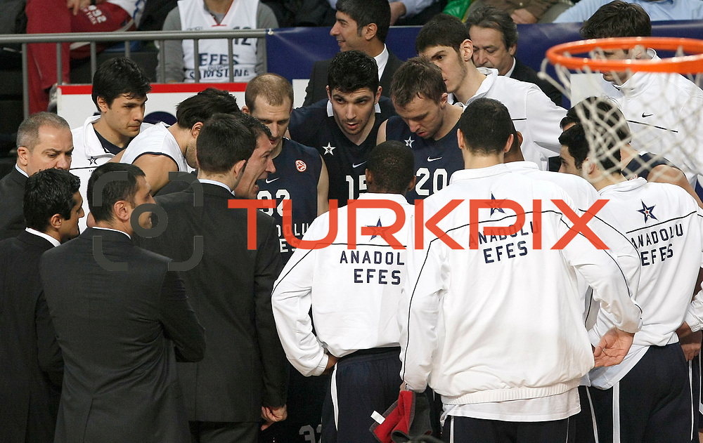 Anadolu Efes's coach Ufuk Sarica (C) during their Turkish Airlines Euroleague Basketball Top 16 Game 1 match Anadolu Efes between Galatasaray at Sinan Erdem Arena in Istanbul, Turkey, Thursday, January 19, 2012. Photo by TURKPIX
