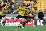 Hurricanes Jordie Barrett attempts a 60m penalty kick. Super Rugby Aotearoa. Hurricanes v Crusaders, Sky Stadium, Wellington. Sunday 11th April 2021. Copyright photo: Grant Down / www.photosport.nz