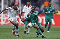 Fotball<br /> African Nations Cup 2004<br /> Foto: Digitalsport<br /> Norway Only<br /> <br /> 1/2 FINAL - 040211 - TUNISIA v NIGERIA<br /> <br /> AUGUSTIN OKOCHA (NIG) / MEHDI NAFTI (TUN)