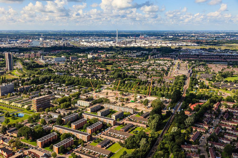 Nederland, Zuid-Holland, Gemeente Rotterdam, 15-07-2012; Deelgemeente Hoogvliet, stadsvernieuwing. In de achtergrond Pernis..Residential area Hoogvliet (Rotterdam)..aerial photo (additional fee required).foto/photo Siebe Swart