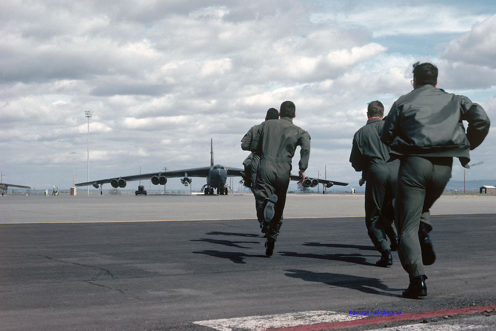 Crew sprints to B-52H on nuclear alert
