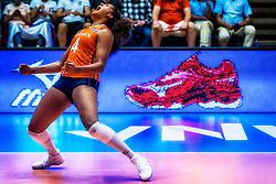 07-06-2018 NED: Volleyball Nations League Netherlands - Serbia, Rotterdam<br /> Netherlands beat Serbia 3-2 / Celeste Plak #4 of Netherlands