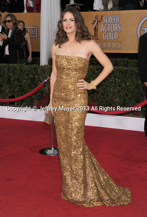 LOS ANGELES, CA - JANUARY 27: Jennifer Garner arrives at the 19th Annual Screen Actors Guild Awards at the Shrine Auditorium on January 27, 2013 in Los Angeles, California.