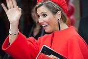 Koningin Máxima  bij de uitreiking van de Kind Centraal award van Stichting Vergeten Kind. De prijs ging dit jaar naar de opvanglocatie Kompaan en De Bocht in Goirle. de award gaat naar een opvanglocatie, initiatief, groep, persoon of fondsenwervende activiteit die zich buitengewoon inzet voor vergeten kinderen.<br /> <br /> <br /> Queen Máxima at the presentation of the Central Child Award Foundation Forgotten Child. The prize this year went to the reception center Kompaan and The Curve in Goirle. The award goes to a reception center, initiative, group, person or fundraising activity that extraordinary commitment to forgotten children.<br /> <br /> op de foto / On the photo: <br /> <br />  Koningin Maxima / Queen Maxima