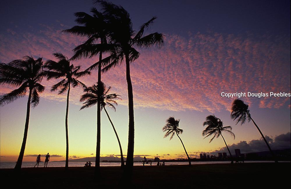 Sunset, Ala Moana, Waikiki, Oahu, Hawaii, USA<br />