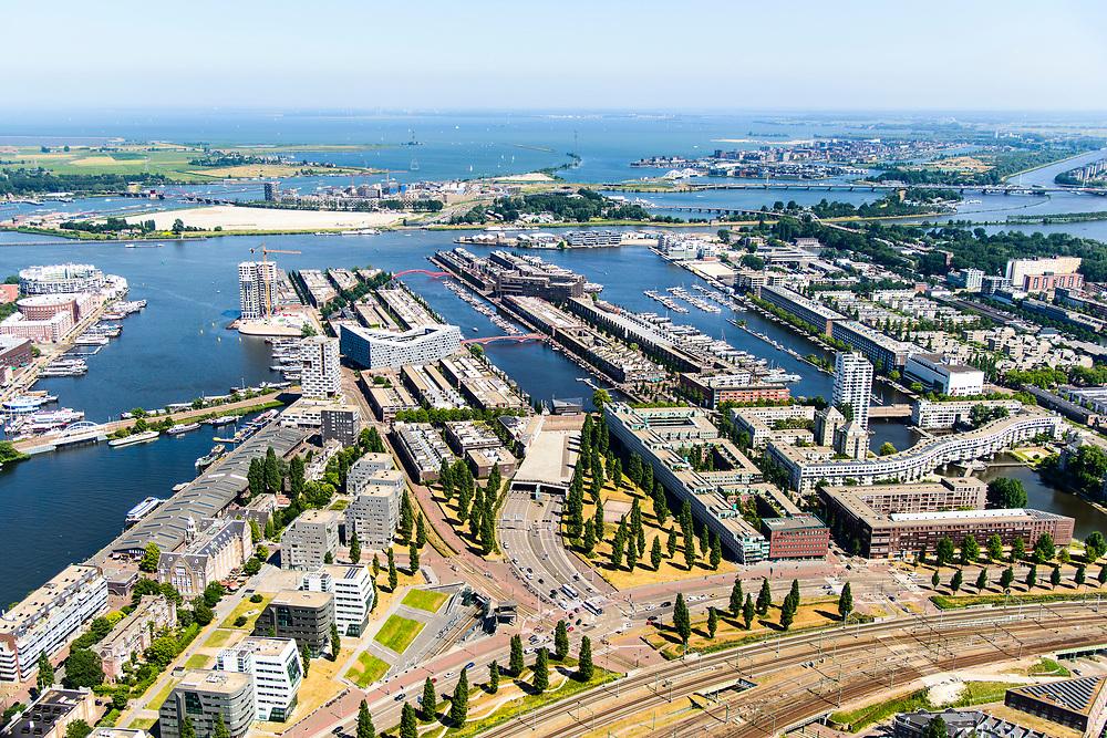 Nederland, Noord-Holland, Amsterdam, 29-06-2018; Zeeburg, Rietlandpark, voormalige Stadsrietlanden, ingang Piet Heintunnel. KNSM eiland, Sporenburg, Borneo-eiland, Cruquiuseiland (vlnr). IJburg, Zeeburgereiland.<br /> Former eastern port area, now residential area.<br /> <br /> luchtfoto (toeslag op standard tarieven);<br /> aerial photo (additional fee required);<br /> copyright foto/photo Siebe Swart