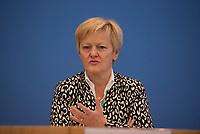 DEU, Deutschland, Germany, Berlin, 05.07.2016: Renate Künast (Die Grünen), Vorsitzende Ausschuss für Recht und Verbraucherschutz, in der Bundespressekonferenz zum Thema Berliner Erklärung für Gleichheit auf dem Gehaltszettel.