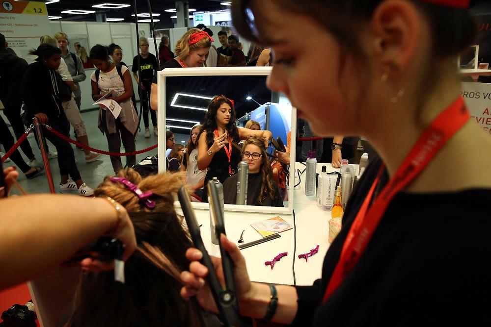 Coiffeur/Coiffeuse EFZ / Coiffeur CFC / Coiffeuse CFC / Parrucchiere (AFC) / Parrucchiera (AFC) / coiffureSUISSE - Verband Schweizer Coiffeurgesch?fte / coiffureSUISSE - Association suisse de la coiffure / coiffureSUISSE - Imprenditori parrucchieri svizzeri<br /> ©  Stefan Wermuth
