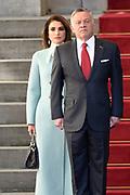 Officieel bezoek Jordanie aan Nederland - Dag 1<br /> <br /> Koning Abdullah II en koningin Rania worden tijdens de welkomstceremonie vergezeld door koning Willem-Alexander en koningin Maxima op Paleis Noordeinde.<br /> <br /> Official visit Jordan to the Netherlands - Day 1<br /> <br /> King Abdullah II and Queen Rania are accompanied during the welcome ceremony by King Willem-Alexander and Queen Maxima at Noordeinde Palace.<br /> <br /> Op de foto / On the photo: Koning Abdullah II en koningin Rania ///   King Abdullah II and Queen Rania