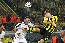 30-04-2013 VOETBAL: UEFA CL SEMI FINAL BORUSSIA DORTMUND - REAL MADRID: DORTMUND <br /> Kopfball / Kopfballduell zwischen Robert Lewandowski (Dortmund #9) und Pepe (Madrid #3)<br /> ***NETHERLANDS ONLY***<br /> ©2013-FotoHoogendoorn.nl