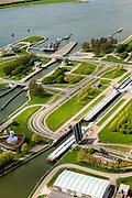 Nederland, Zeeland, Terneuzen, 09-05-2013; Sluizencomplex Terneuzen gezien in de richting van de Westerschelde. Binnenvaartschepen verlaten de Oostsluis of binnenvaartsluis. <br /> View on the sluices of Terneuzen in the direction of the Westerschelde. Barges leaving the  canal sluice (Oostsluis).<br /> luchtfoto (toeslag op standard tarieven)<br /> aerial photo (additional fee required)<br /> copyright foto/photo Siebe Swart