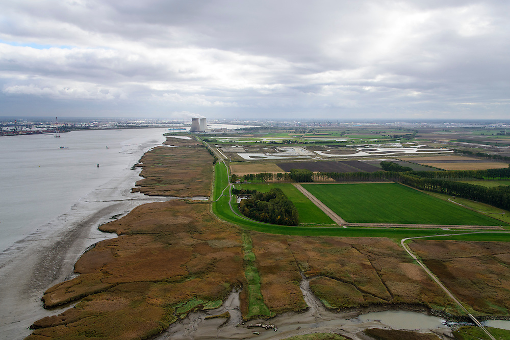 Nederland, Zeeland, Zeeuws-Vlaanderen, 23-10-2013; Verdronken Land van Saeftinghe voorgrond,  de Hedwige Polder en Belgische Prosperpolder (reeds onder water gezet). Haven van Antwerpen linksboven met  de Belgische kerncentrale Doel.<br /> Borderland Belgium and the Netherlands, the Drowned Land Saeftinge (bottom) and the Belgian polder (centre), under water due to environmental compensation. Westerschelde end entrance of the port of Antwerp (left). Belgian nuclear plant Doel on the horizon.<br /> luchtfoto (toeslag op standaard tarieven);<br /> aerial photo (additional fee required);<br /> copyright foto/photo Siebe Swart.