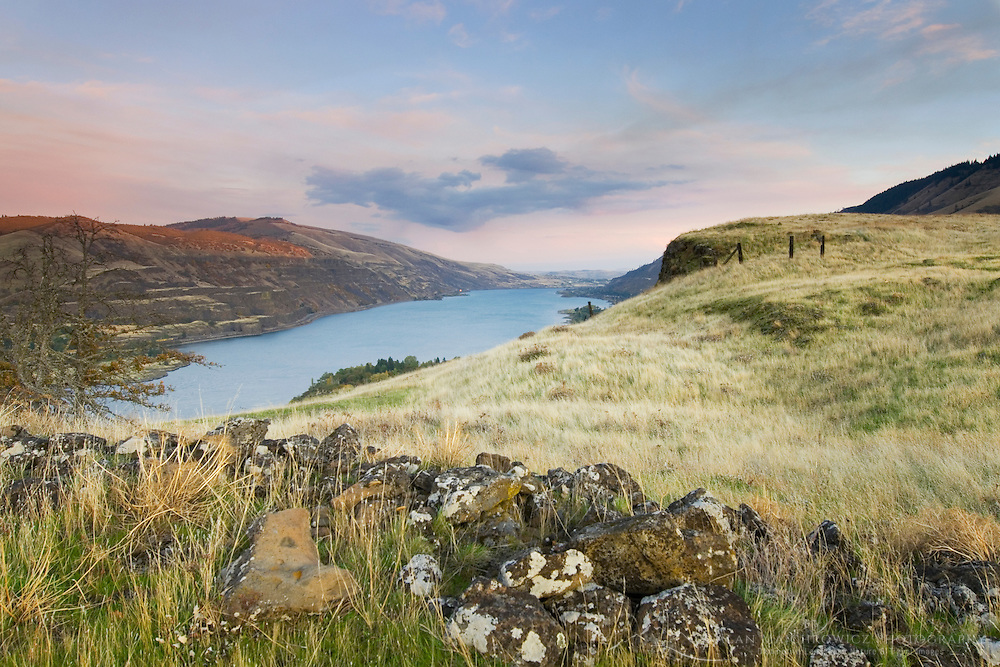 Columbia River from Rowena Crest, Columbia River Gorge National Scenic Area Oregon