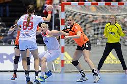 18-12-2015 DEN: World Championships Handball 2015 Poland  - Netherlands, Herning<br /> Halve finale - Nederland staat in de finale door Polen met 30-25 te verslaan / Danick Snelder #10, Patrycja Kulwinska #77 of Poland