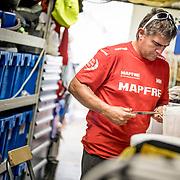 © Maria Muina I MAPFRE. MAPFRE shore crew working in Itajaí. El equipo de tierra del MAPFRE trabajando en Itajaí.