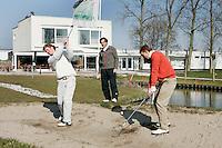 Voorhout - Golftraining van Chris van de Velde met Joost Luiten en Wil Besseling. Golfcentrum Noordwijk. COPYRIGHT KOEN SUYK
