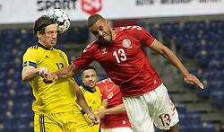"""Gustav Svensson (Sverige) og Mathias """"Zanka"""" Jørgensen (Danmark) under venskabskampen mellem Danmark og Sverige den 11. november 2020 på Brøndby Stadion (Foto: Claus Birch)."""