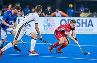 BHUBANESWAR (INDIA) - Martin Haner (Ger) als vliegende keeper  , rechts /Victor Wegnez (Belgie)    tijdens kwartfinale Duitsland-Belgie  bij het WK Hockey heren. COPYRIGHT KOEN SUYK