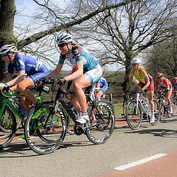 19-04-2015: Wielrennen: Ronde van Gelderland vrouwen: ApeldoornAPELDOORN (NED) wielrennen De vijftigste ronde van Apeldoorn werd verreden onder te mooie weersomstandigheden. In het Ordenbos eindigde de wedstrijd in een massasprint.