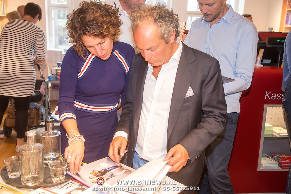 NLD/Amsterdam/20160529 , Boekpresentatie Het Groot Nederlands Knuffelboek van Gallyon van Vessem, Evelien de Bruin en Andre van den Toorn