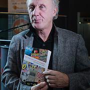 NLD/Amsterdam/20121129- Presentatie Jubileumboek 125 jaar historie Carre, Herman van Veen met het boek