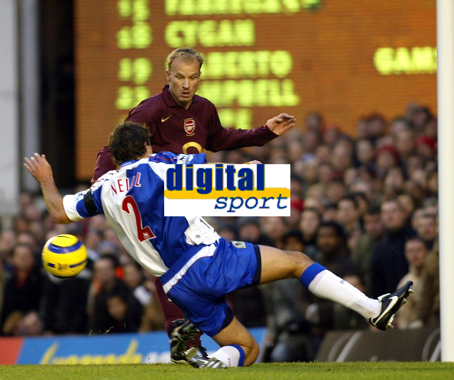 Photo: Chris Ratcliffe.<br />Arsenal v Blackburn Rovers. The Barclays Premiership.<br />26/11/2005.<br />Dennis Bergkamp (L) tussles with Lucas Neill