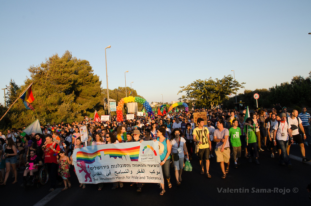General view of the people at the Jerusalem March for Pride and Tolerance 2013.