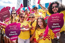 Torcidas das candidatas durante o desfile do Garota Verão 2015. FOTO: Emmanuel Denaui/ Agência Preview