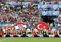 GEPA-2006086897 - WIEN,AUSTRIA,20.JUN.08 - FUSSBALL - UEFA Europameisterschaft, EURO 2008, Kroatien vs Tuerkei, CRO vs TUR, Viertelfinale. Bild zeigt die Cheerleader und die Fahnen von Kroatien und der Tuerkei.<br />Foto: GEPA pictures/ Felix Roittner