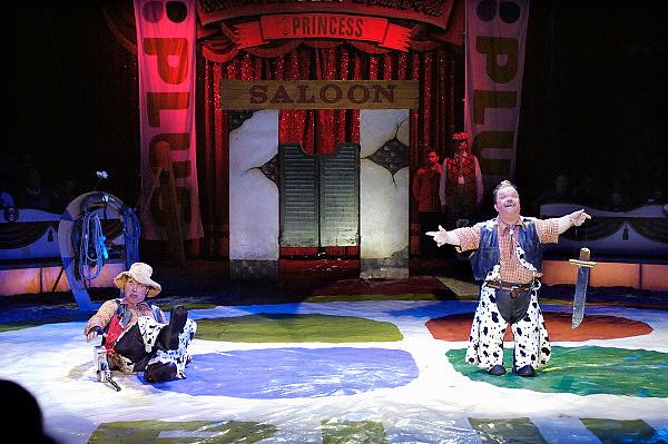 Nederland, Nijmegen, 1-5-2005Circus Herman Renz geeft een show met clowns en olifanten.Foto: Flip Franssen/Hollandse Hoogte