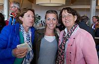 DEN HAAG  - Marjolein Bolhuis, Mijntje Donners en Marijke Fleuren. bij World Cup Hockey. COPYRIGHT KOEN SUYK