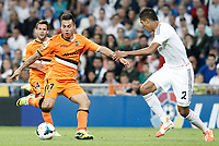 Real Madrid's Raphael Varane (r) and Valencia's Eduardo Vargas during La Liga match.May 4,2014. (ALTERPHOTOS/Acero)