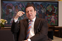 09 JAN 2002, BERLIN/GERMANY:<br /> Gerhard Schroeder, SPD, Bundeskanzler, waehrend einem Interiew, in seinem Buero, Bundeskanzleramt<br /> Gerhard Schroeder, SPD, Federal Chancellor of Germany, during an interview, in his office<br /> IMAGE: 20020109-02-006<br /> KEYWORDS: Gerhard Schröder