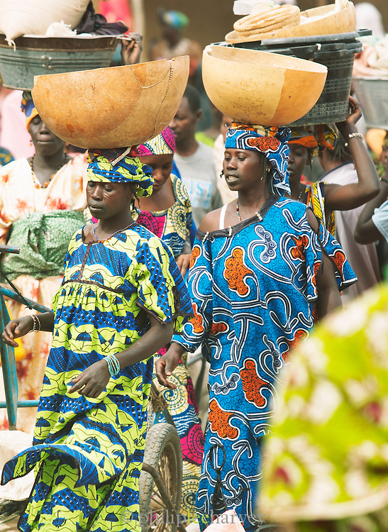 Women walking around, buying and selling, at the weekly market in Djenné, Mali