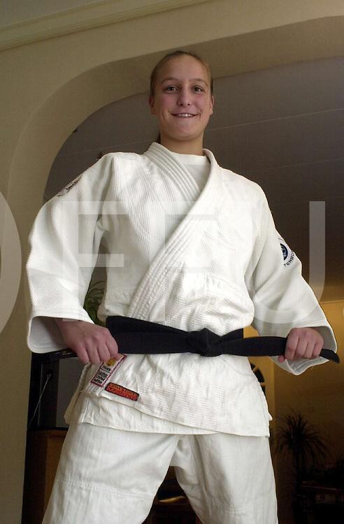 fotografie frank uijlenbroek©2003 michiel van de velde.031127 bergentheim ned.Judoka Ivanka ten Napel..intervieuw Jongsma.