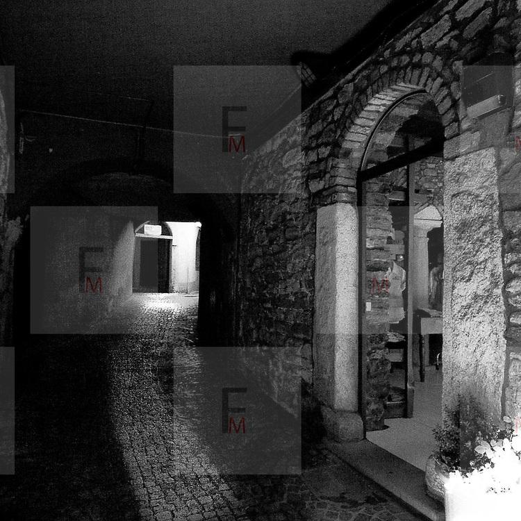 Vicolo storico nel centro di Omegna..Old alley in Omegna