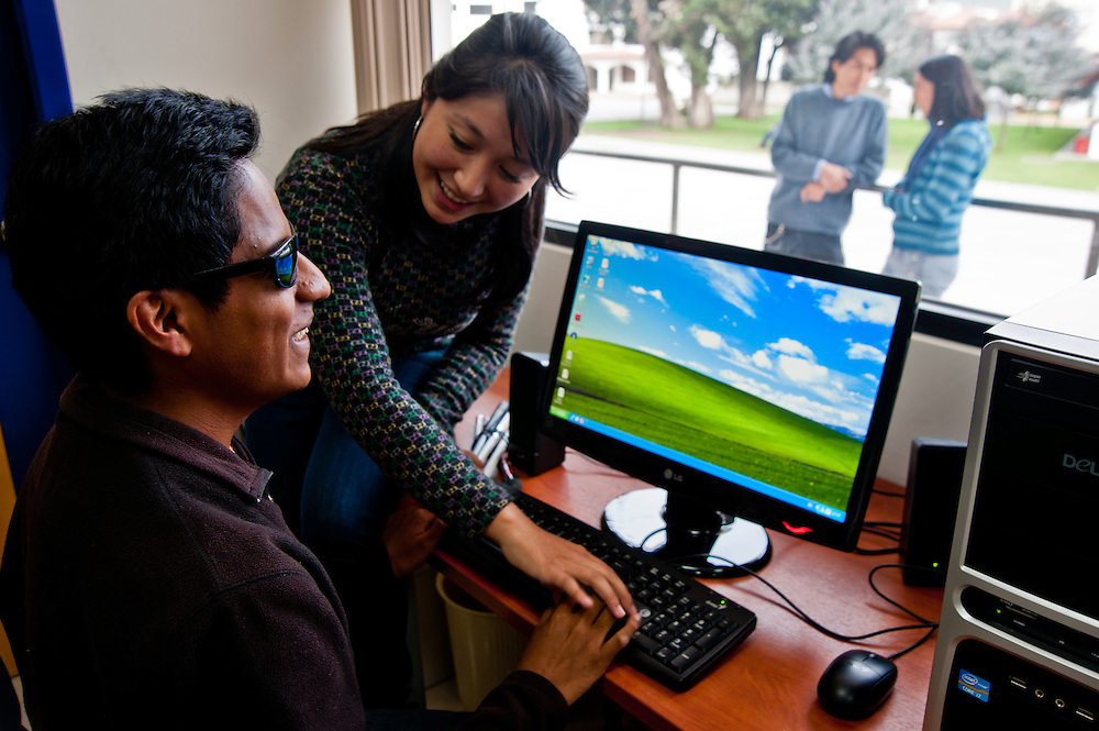 A cutting edge university program in Ecuador trains blind students to work with specialized computers.