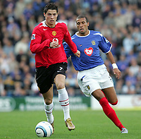 Fotball<br /> Premier League England 2004/2005<br /> Foto: SBI/Digitalsport<br /> NORWAY ONLY<br /> <br /> 30.10.2004<br /> Portsmouth v Manchester United<br /> <br />  Manchester's Christiano Ronaldo is chased by Portsmouth's<br />  Diomansy Kamara who went off injured.