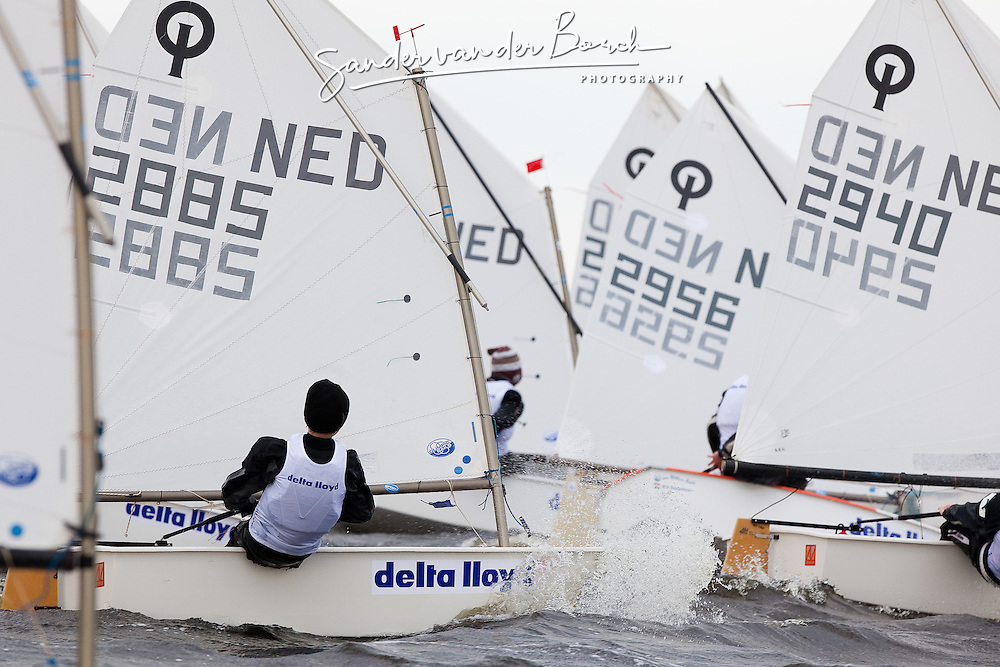 Braassemermeer, Roelofarendsveen. Practice  session Dutch Optimist jeugd- en kernploeg during the Easter Regatta. (2 April 2009).  © Sander van der Borch