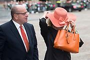 Prinsjesdag - Aankomst politici bij de Ridderzaal. Zoals ieder jaar ging Prinsjesdag ook dit keer weer gepaard met hoedjes in allerlei soorten en maten.<br /> <br /> Op de foto / On the photo: <br />  Fred Teeven en partner