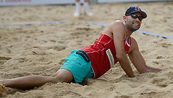 16-07-2014 NED: FIVB Grand Slam Beach Volleybal, Apeldoorn<br /> Poule fase groep A mannen - Philip Dalhausser (1) USA