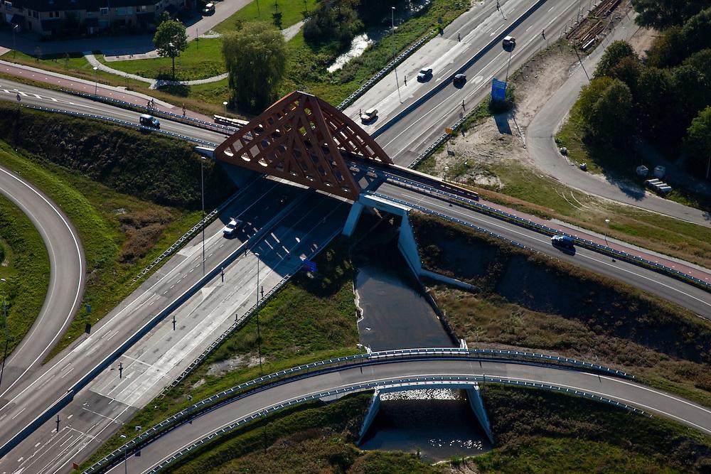 Nederland, Friesland, Sneek, 08-09-2009; houten brug (viaduct) gemaakt van accoya-hout over de  autosnelweg A7. Het ontwerp voor viaduct Akkerwinde is van de combinatie Achterbosch Architectuur/Onix. Landmark, moderne stadspoort. .Wooden bridge (viaduct) made from Accoya wood on the A7. The design of the viaduct Akkerwinde is from Achterbosch Architecture / Onix..Luchtfoto (toeslag); aerial photo (additional fee required); .foto Siebe Swart / photo Siebe Swart