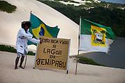 Natal_RN, Brasil...Fototografo que trabalha clicando os turistas nos arredores da Lagoa de Jenipabu...A photographer, He takes photos of tourists in Jenipabu lake...Foto: LEO DRUMOND / NITRO