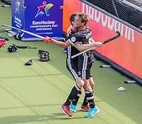 AMSTELVEEN - Constantin Staib (Dui) , na het doelpunt van Paul-Philipp Kaufmann (Dui)  tijdens de wedstrijd heren, Duitsland-Wales (8-1) bij het  EK hockey . COPYRIGHT KOEN SUYK