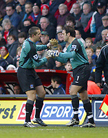 Fotball<br /> Premier League 2004/05<br /> Charlton v Everton<br /> 28. desember 2004<br /> Foto: Digitalsport<br /> NORWAY ONLY<br /> Former England keepers, Everton's injured goalkeeper Nigel Martyn is replaced by Everton's replacement keeper Richard Wright during the first half