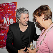 """NLD/Almere/20110624 - Expositie opening Ruud de Wild """"Moving"""" Galerie aan de Amstel, Ruud de Wild in gesprek met Annemarie Jorritsma"""