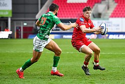 Scarlets' Steff Evans evades the tackle of Benetton Treviso's Tito Tebaldi<br /> <br /> Photographer Simon King/Replay Images<br /> <br /> EPCR Champions Cup Round 3 - Scarlets v Benetton Rugby - Saturday 9th December 2017 - Parc y Scarlets - Llanelli<br /> <br /> World Copyright © 2017 Replay Images. All rights reserved. info@replayimages.co.uk - www.replayimages.co.uk