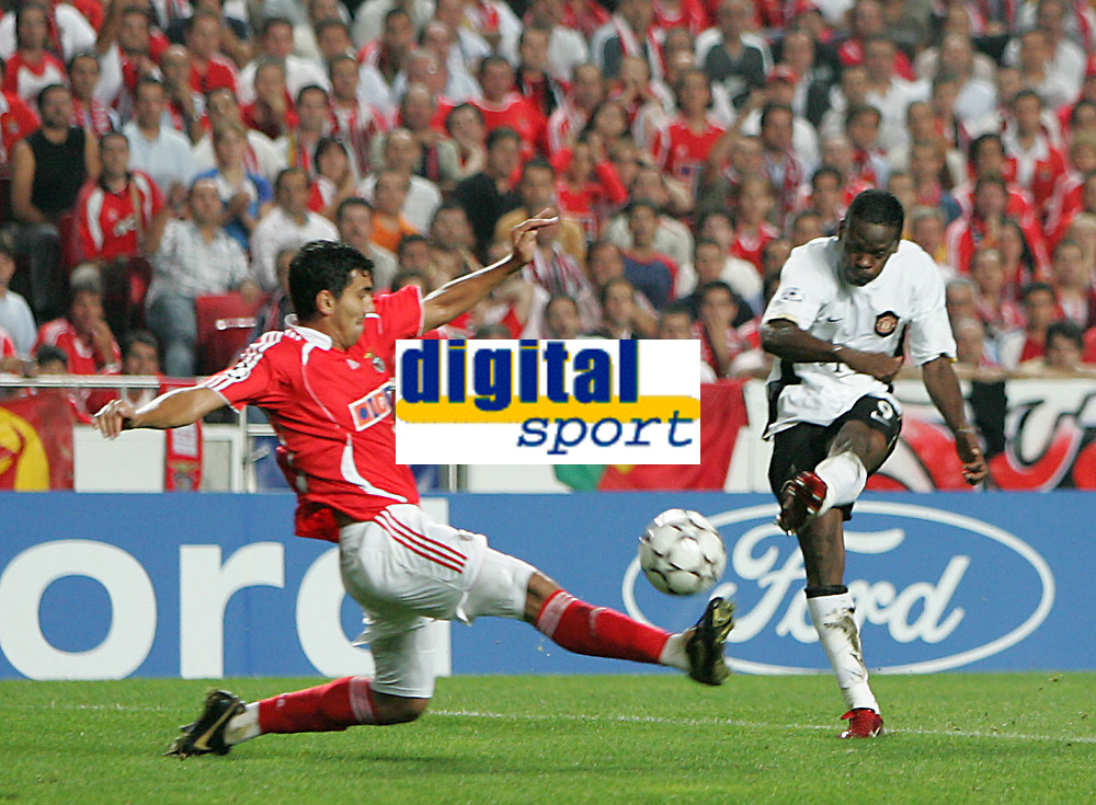 Photo: Lee Earle.<br /> Benfica v Manchester United. UEFA Champions League, Group F. 26/09/2006. United's Luis Saha (R) scores their opening goal.