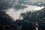 Nederland, Noord-Holland, Broek in Waterland, 10-01-2009; klassiek winters tafereel, naar Breugel; schaatsers op het Havenrak, rond het ijs houten huizen en onder in beeld de Sint-Nicolaaskerk, links een wak voor de vogels; classic winter scene with skaters on frozen pond in old duth village;.Brueghel, Bruegel of Breughel; schaats, schaatsen, ijs, ijspret, pret, ijsbaan, natuurijs, schaatsen rijden, winter, koud, vriezen, min nul, beneden nul, koud, celsius, skating, ice skating, ice, fun, skating rink, natural, skate, snow, cold, freezing, minus zero, below zero, cold, winterlandscahp, winter landscape, tocht, toertocht, koek en zopie . .luchtfoto (toeslag); aerial photo (additional fee required); .foto Siebe Swart / photo Siebe Swart